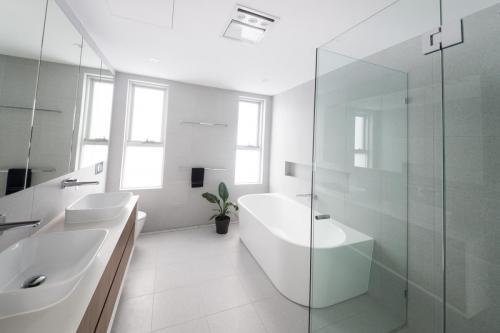 Cabarita Bathroom 1