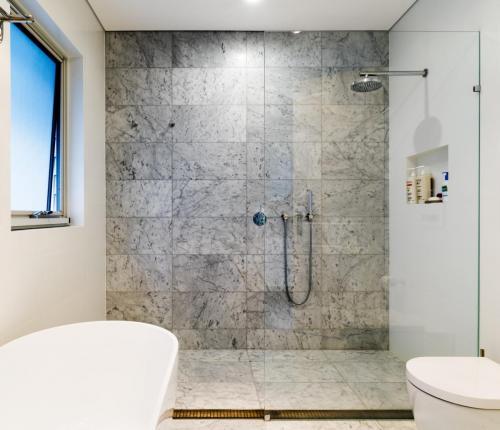 Clovelly Bathroom 1