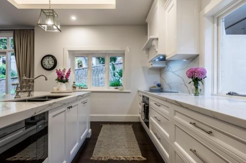 Clovelly Kitchen 3