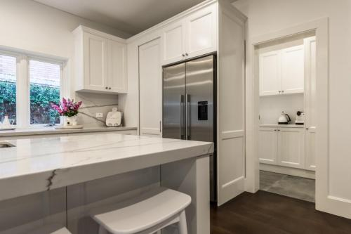 Clovelly Kitchen 6